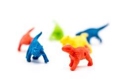 Группа в составе красочные dianosaurs игрушки на белизне стоковые фотографии rf