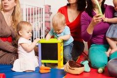 Группа в составе матери с их младенцами Стоковое Изображение