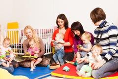 Группа в составе матери с их младенцами Стоковая Фотография