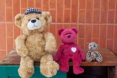 Группа в составе медведь забавляется, игрушки ребенк, приятельство Стоковая Фотография