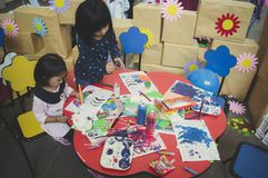 Группа в составе милый маленький preschool ягнится чертеж Стоковая Фотография