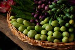 Группа в составе мини фиолетовый баклажан, мини зеленый баклажан, огурец, подогнала фасоль здоровый овощ Таиланда для диеты Стоковое Изображение RF