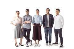 Группа в составе многонациональные предприниматели стоя совместно стоковое фото