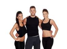 Группа в составе молодые люди с одеждами спорта стоковое изображение rf
