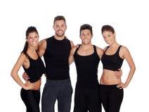 Группа в составе молодые люди с одеждами спорта стоковое фото