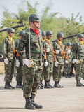 Группа в составе морской пехотинец с военным парадом военноморской шпаги таблетируя королевского тайского военно-морского флота,  стоковая фотография rf