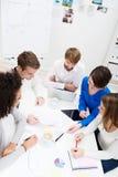 Группа в составе молодые деловые партнеры в встрече Стоковое фото RF