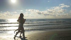 Группа в составе молодые женщины бежать и jogging сток-видео
