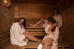 Группа в составе молодые женщины в сауне Стоковые Фотографии RF