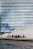 Группа в составе молодые туристы на путешествии велосипеда в Берлине Стоковое Изображение