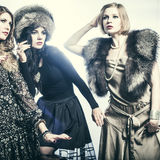 Группа в составе моды красивые молодые женщины Стоковое Фото