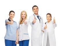 Группа в составе доктора показывая большие пальцы руки вверх Стоковые Изображения RF