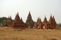 Группа в составе пагоды в Bagan стоковая фотография