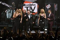 Группа в составе певицы выполняет на этапе во время концерта дня рождения года Виктора Drobysh пятидесятого в центре Barclay Стоковая Фотография RF
