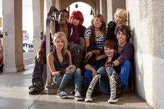 Группа в составе предназначенные для подростков панки стоковая фотография
