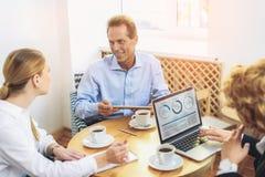 Группа в составе предприниматели работая в офисе Стоковое Изображение RF