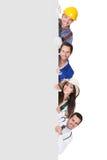 Группа в составе профессиональные люди с плакатом стоковые изображения