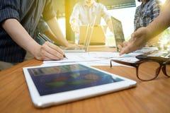 Группа в составе рабочий план бизнесмена стоковое изображение