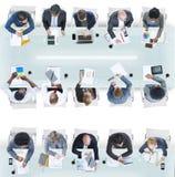Группа в составе разнообразные бизнесмены в встрече Стоковые Изображения