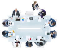 Группа в составе разнообразные бизнесмены в встрече Стоковое Изображение