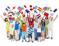Группа в составе разнообразные смешанные люди времени празднуя Стоковые Изображения