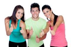 Группа в составе друзья с фитнесом одевает говорить о'кеы Стоковые Изображения