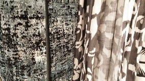 Группа в составе серый выбор рулона ткани тени и картины/запас серой и черной ткани для дела дизайна моды Стоковая Фотография RF