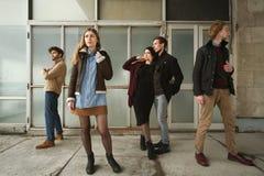 Группа в составе серьезные молодые человеки стоковые фотографии rf