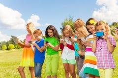Группа в составе сеть social детей Стоковые Изображения RF