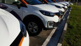 Группа в составе современные автомобили делить автомобиля видеоматериал