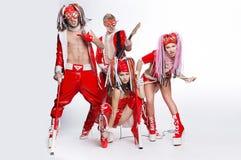 Группа в составе современные танцоры танцуя на студии стоковые изображения rf