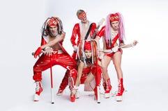 Группа в составе современные танцоры танцуя на студии стоковая фотография rf