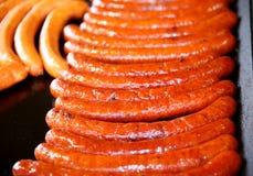 Группа в составе сосиски печь на горячих железных плитах Стоковые Изображения