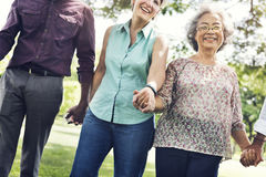Группа в составе старшая концепция счастья друзей выхода на пенсию Стоковые Фото