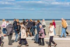 Группа в составе старые люди посещая монастырь Мишеля Святого Mont стоковые фотографии rf