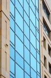 Группа в составе стеклянные окна на современном здании для офиса стоковые фотографии rf