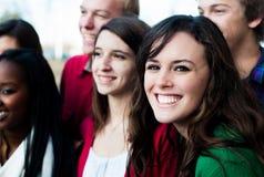 Группа в составе студенты снаружи Стоковое Изображение RF