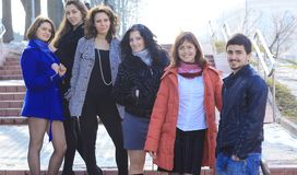 Группа в составе студенты стоя на улице Стоковая Фотография RF