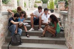 Группа в составе студенты стоковое фото rf