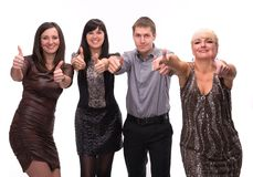 Группа в составе счастливые бизнесмены показывая знак успеха Стоковые Изображения