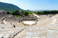 Группа в составе туристы в Ephesus Турции 13-ого апреля 2015 Стоковая Фотография