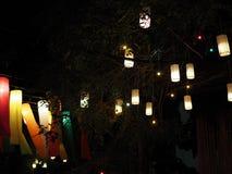 Группа в составе украшение лампы смертной казни через повешение бумаги цилиндра, фестиваль ночи Стоковое Изображение RF
