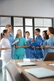 Группа в составе умные студент-медики стоковые изображения