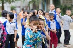 Группа в составе усмехаясь деревенские студенты Стоковые Фотографии RF