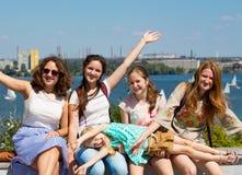 Группа в составе усмехаясь подруги Стоковая Фотография RF