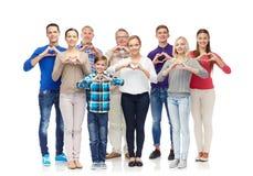 Группа в составе усмехаясь люди показывая руку сердца подписывает Стоковое фото RF