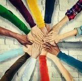 Группа в составе человеческие руки держа совместно концепцию Стоковые Фотографии RF