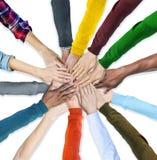 Группа в составе человеческие руки держа совместно Стоковые Фотографии RF