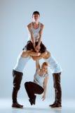 Группа в составе люди и женщины танцуя тазобедренная хореография хмеля Стоковая Фотография