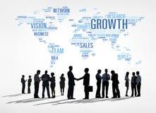 Группа в составе люди мирового бизнеса обсуждая тенденции глобального бизнеса Стоковые Фотографии RF